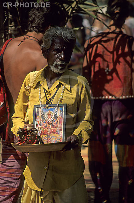 Asia, India, hippie market place Anjuna, indian priest, India