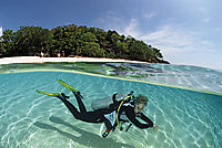 Asia, Philippines, Palawan, Busuanga, Dimakya Island, Splitshot, Split image, diver in shallow water in front of the beach